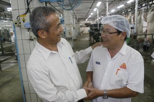 Ông Đặng Ngọc Tùng, Chủ tịch Tổng LĐLĐ Việt Nam, thăm hỏi động viên công nhân Công ty Vissan