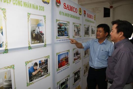 CNVC-LĐ Samco xem triển lãm ảnh về hoạt động sản xuất