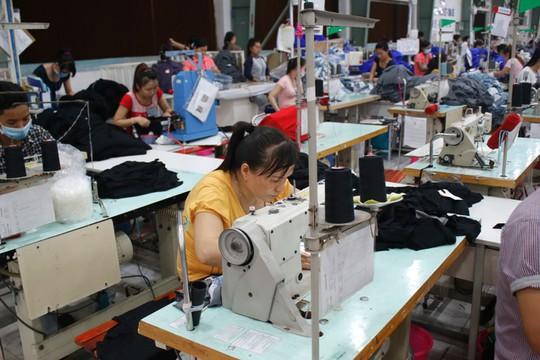 Hơn 10 tỉ đồng chăm lo cho người lao động