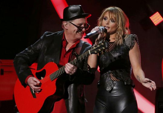 Miranda Lambert với ca khúc Little Red Dragon