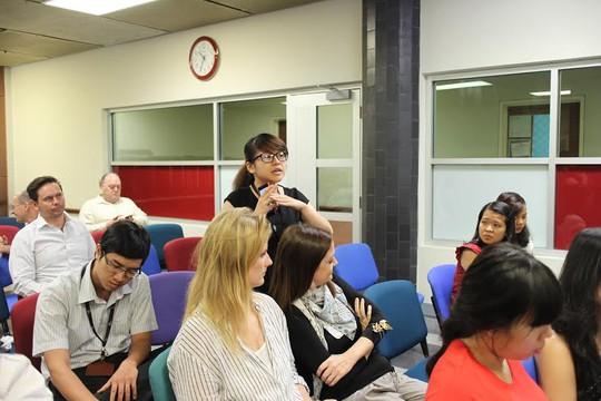 Người lao động Trường ĐH RMIT Việt Nam nêu các thắc mắc, kiến nghị tại buổi chia sẻ thông tin