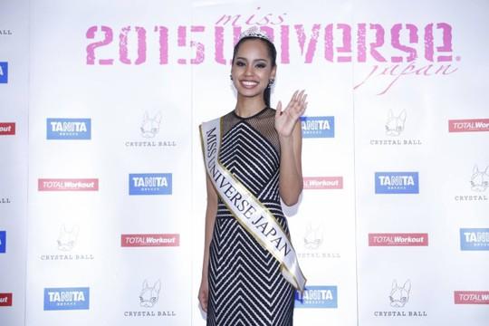 Tân Hoa hậu Hoàn vũ Nhật Bản Ariana Miyamotovẫn tiếp tục là đề tài gây tranh cãi
