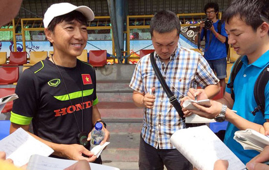 HLV Miura gặp gỡ báo chí trưa 25-3