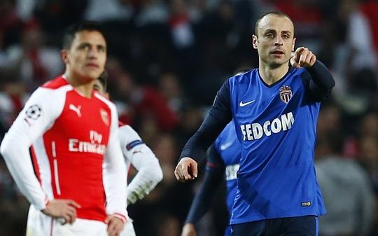 Arsenal của Sanchez (trái) sẽ lội ngược dòng trước Monaco của Berbatov?