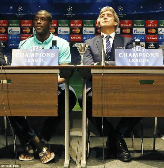 HLV Pellegrini và Yaya Toure trong buổi họp báo