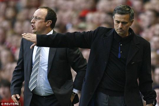HLv Benitez và Mourinho cũng hay đấu khấu khi còn làm việc ở Premier League