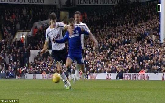Tình huống gây tranh cãi của Hazard