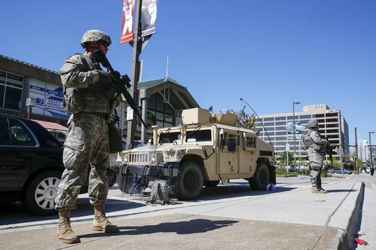 Vệ binh Quốc gia tuần tra ở Baltimore. Ảnh: Reuters