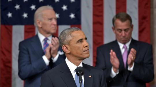 Chủ tịch Hạ viện John Boehner (bìa trái) tỏ ra không mấy hào hứng. Ảnh: AP