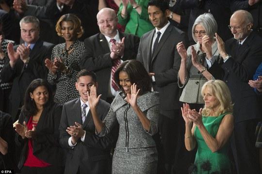 Đệ nhất phu nhân Mỹ Michelle Obama chọn bộ váy kín đáo được nhiều người khen ngợi... ẢNh: EPA