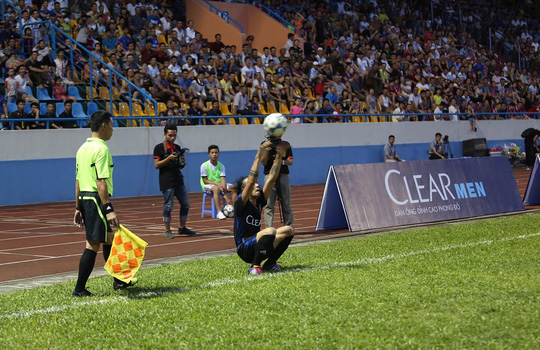 Xem Andy Cole - Thành Lương chơi bóng với Than Quảng Ninh