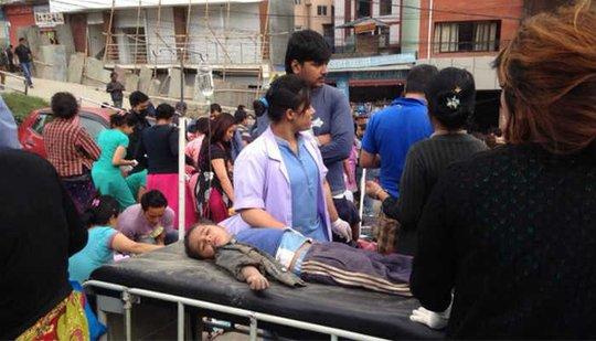 Hiện chưa rõ số thương vong sau trận động đất ở Nepal. Ảnh: AP