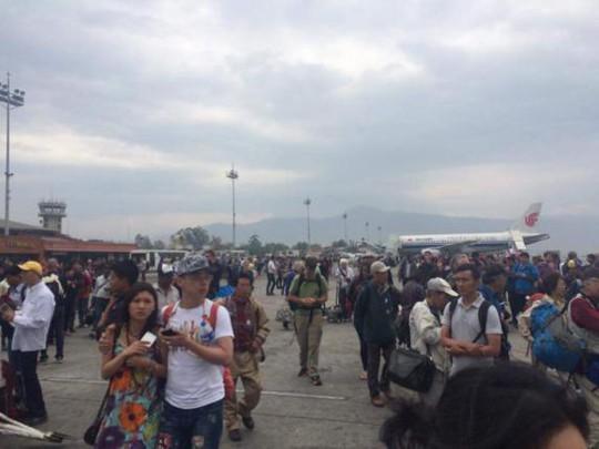 Tình hình ở sân bay quốc tế Tribhuvan ở Kathmandu sau động đất. Ảnh: Reuters