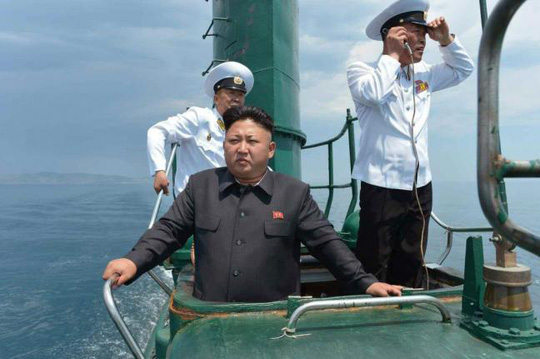 Lãnh đạo Kim Jong-un đã học lái xe khi mới 3 tuổi và biết điều khiển du thuyền năm 9 tuổi. Ảnh: Yonhap