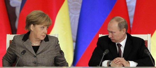 Tổng thống Nga Vladimir Putin và Thủ tướng Đức Angela Merkel  Ảnh: Reuters