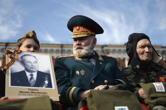 Các cựu chiến binh Nga. Ảnh: Reuters
