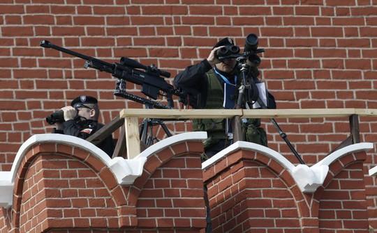 Các tay súng bắn tỉa đảm bảo an ninh cho quảng trường Đỏ. Ảnh: Reuters