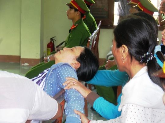 VKS đề nghị mức án quá nhẹ cho các bị cáo, bà Tuyết (chị Kiều) bủn rùn tay chân