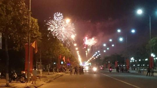 Người dân Hậu Giang ngắm pháo hoa