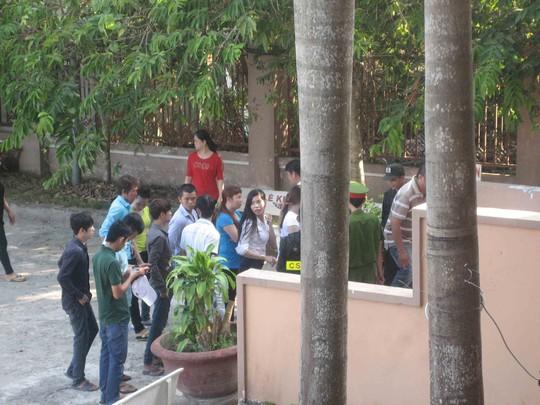 Kiểm tra an ninh tại cổng TAND TP Cần Thơ