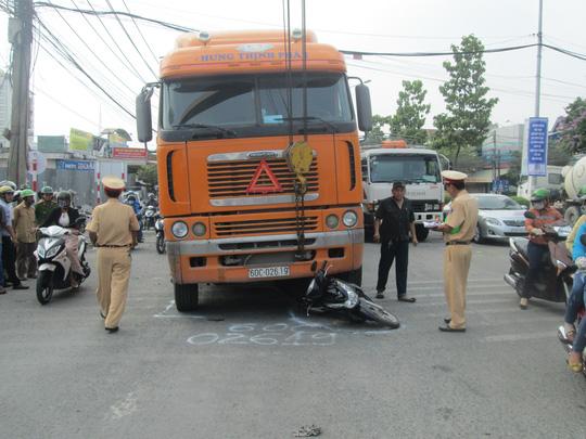 Lực lượng chức năng có mặt xử lý vụ việc.