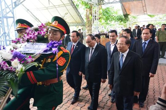 Đoàn đại biểu Chính phủ do Phó Thủ tướng Nguyễn Xuân Phúc dẫn đầu đến viếng ông Nguyến Bá Thanh