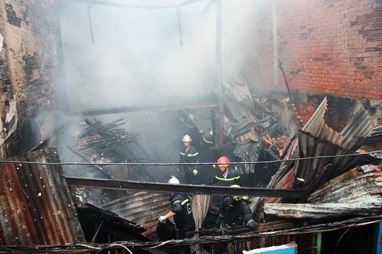 Hơn 70 người chữa cháy, cơ sở sản xuất vẫn ra tro