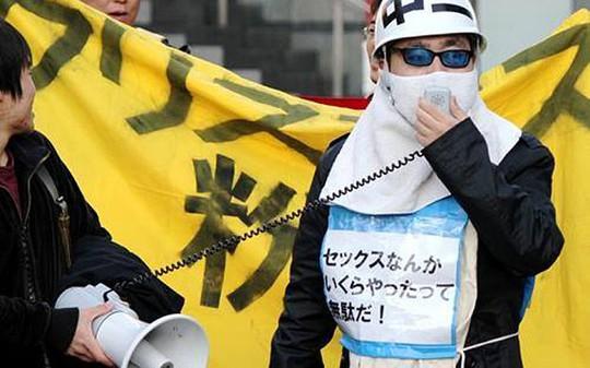 Một thành viên nhóm Kakuhido Ảnh: TELEGRAPH