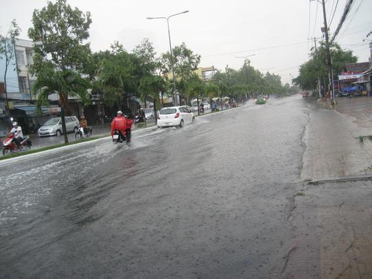 Nhiều tuyến đường trong nội ô TP Cần Thơ bị ngập sâu