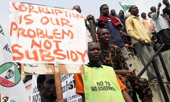 Người dân Nigeria biểu tình phản đối tham nhũng năm 2012 dưới thời cầm quyền của đảng PDP. Ảnh tư liệu: Reuters