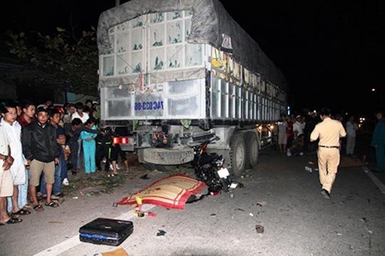 Hiện trường vụ tai nạn giao thông kinh hoàng khiến một gia đình 3 người chết, một người bị thương