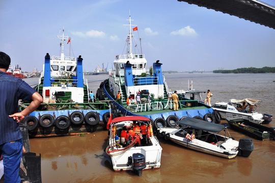 Thời điểm xảy ra vụ nổ tàu lai dắt Kim An 06 cùng một tàu khác cùng hãng đang neo đậu gần khu vực cầu Phú Mỹ chờ kéo các tàu lớn vào cảng