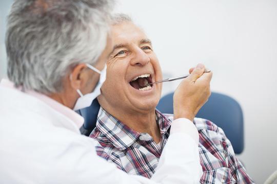 Cháy máu nướu răng là dấu hiệu bạn thiếu Vitamin C
