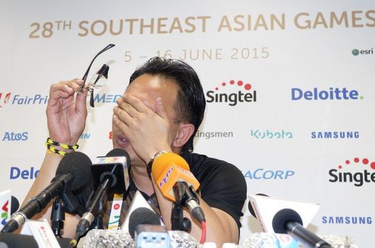 Và cũng khiến cho HLV ONG Kim Swee phải ôm mặt thất vọng