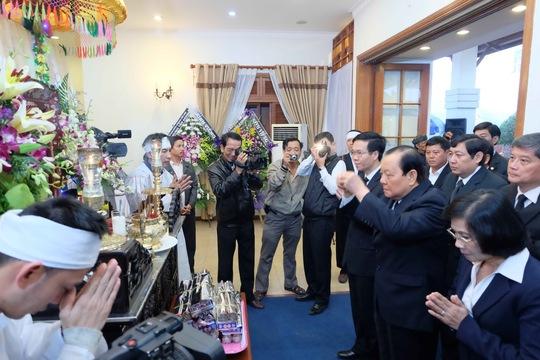 Ông Lê Thanh Hải và đoàn TP HCM viếng ông Nguyễn Bá Thanh