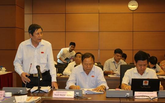 Ông Trần Thanh Hải, Phó Chủ tịch Tổng LĐLĐ Việt Nam, phát biểu tại phiên thảo luận tổ sáng 22-5 - Ảnh: Phan Anh