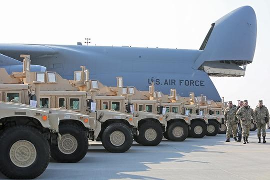 Ukraine nhận 10 xe bọc thép Humvee từ Mỹ: Ảnh: Kyivpost