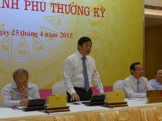 Bộ trưởng TT-TT Nguyễn Bắc Son (đứng) phát biểu tại buổi họp báo