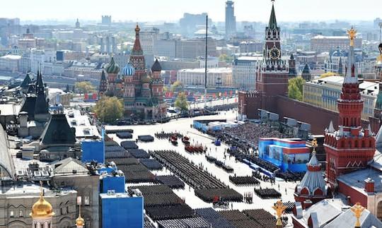 Lễ duyệt binh ngày 9-5 vừa qua là lễ duyệt binh mừng Ngày Chiến thắng tốn kém nhất từ trước đến nay. Ảnh: The Moscow Times