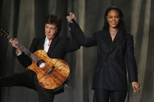 Màn trình diễn thành công của Rihanna và Sir Paul McCarntey cùng Kayne West tại lễ trao giải Grammy hồi tháng 1.