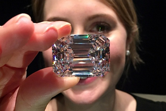 Viên kim cương nặng hơn 100 carat. Ảnh: Mining