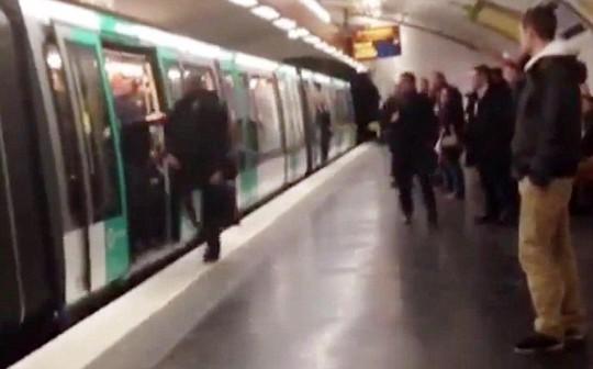 Ga điện ngầm ở Paris, nơi xảy ra vụ CĐV Chelsea phân biệt chủng tộc
