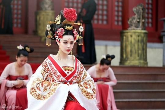 Băng Băng vai Võ Tắc Thiên trong phim Võ Mỵ Nương truyền kỳ