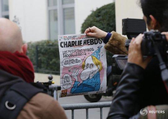 Tờ Charlie Hebdo thường xuyên công kích đạo Hồi. Ảnh: Reuters