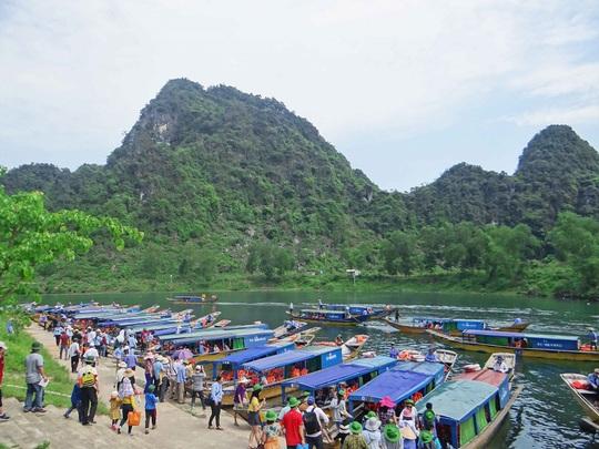 """Quảng Bình là một trong số những tỉnh, thành có lượng du khách đổ về du lịch nhiều nhất trong cả nước nên nạn """"chặt chém"""", đe dọa du khách thường hay diễn ra"""