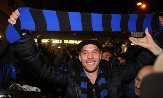 Podolski đã đến Inter Milan