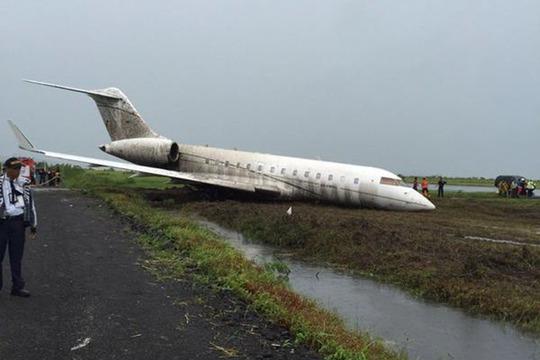 Chiếc máy bay trượt khỏi đường băng. Ảnh: ABS-CBN