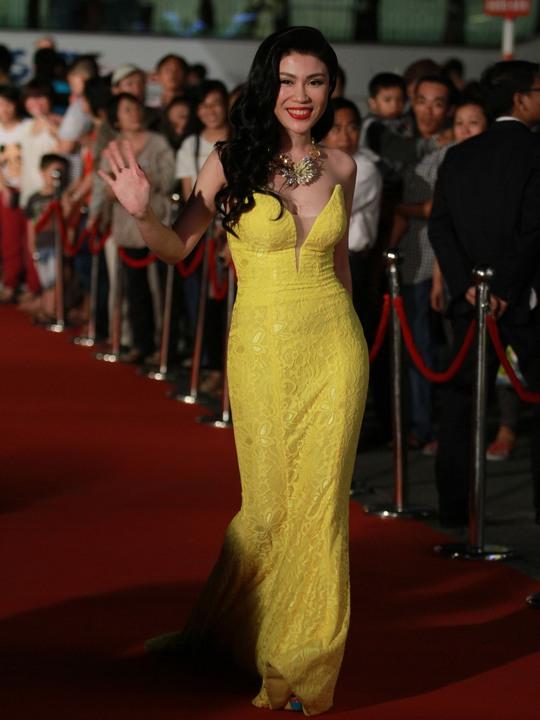 Những trang phục đẹp, độc của sao tại Mai Vàng 2014 - Ảnh 12.