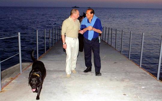 Ông Putin mời ông Berlusconi đến chơi ở Sochi năm 2005. Ảnh: Telegraph