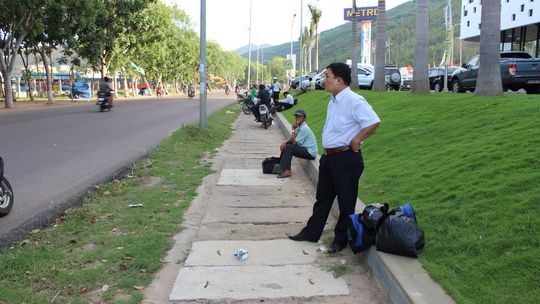 Quốc lộ 1D, đoạn trước kho Công ty Dược- Trang thiết bị y tế Bình Định, thuộc KV5, phường Quang Trung, nơi chị H. bị cướp
